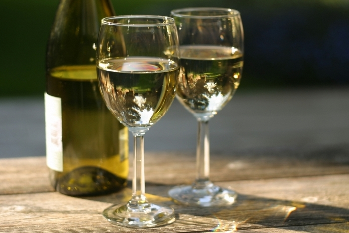 http://webfacts.ru/wp-content/uploads/2013/11/white-wine_3.jpg